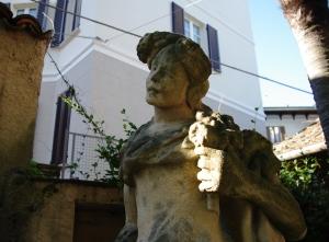 Stresa - Hotel Statue Face